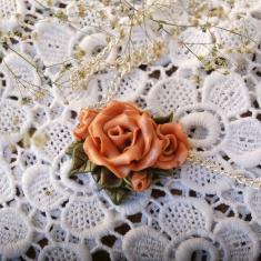 Подвеска с розами