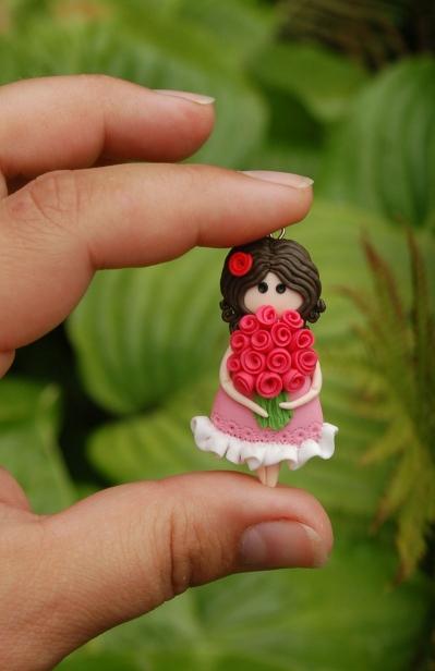 Кулон девочка с розами